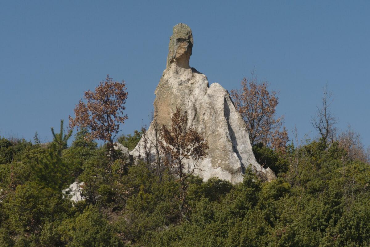 Равен – Адам кая и скална гробница